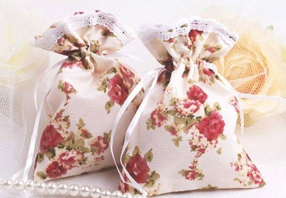 Sachet pochon pour dragées ou emballage à cadeaux style shabby liberty en tissu satiné