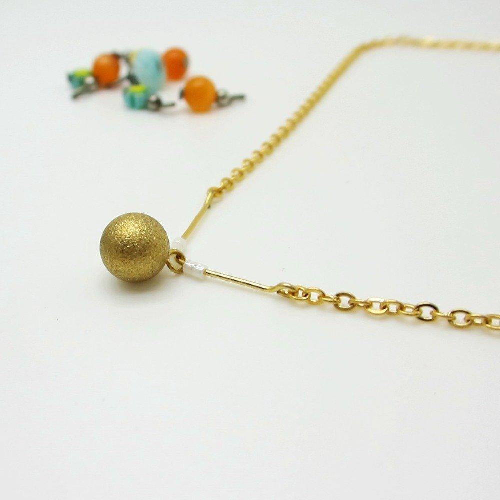 Collier fin mariée - doré et blanc, perles miyuki, ras de cou colori or, bijou chic mariage, finition chaîne fine, pendentif boule dorée