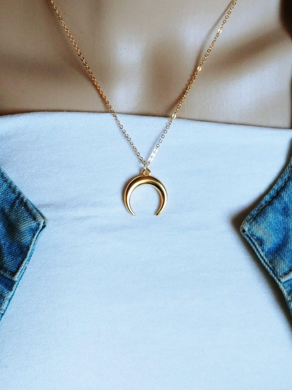 Collier lune or, collier demi lune, ras de cou, collier femme, idée cadeau femme