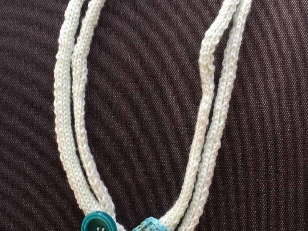 collier en tricot