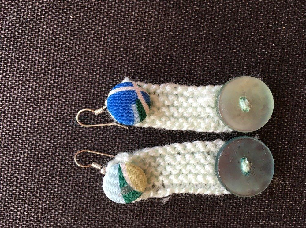 paire de boucles d'oreilles en laine