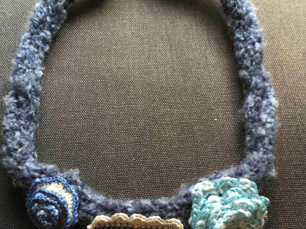 collier tricot