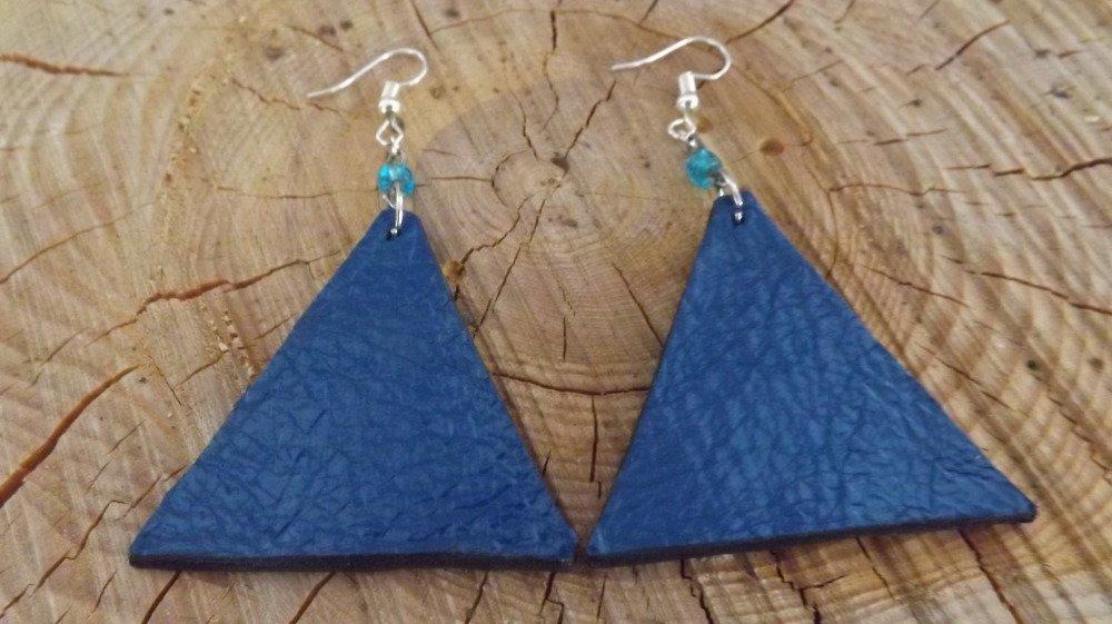 Bo58- Boucles d'oreilles en cuir bleu brillant plissé et cuir noir