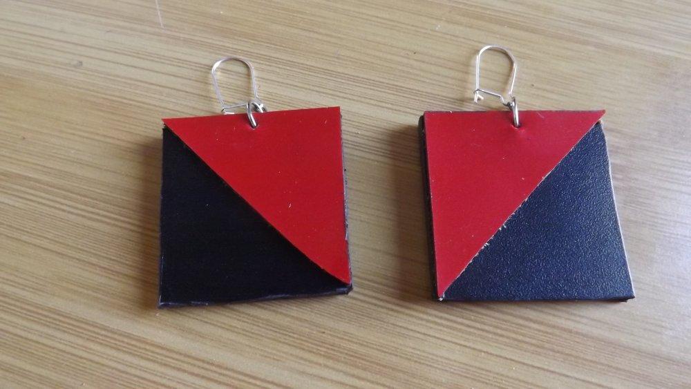 Bo17- Boucles d'oreilles en cuir noir et rouge