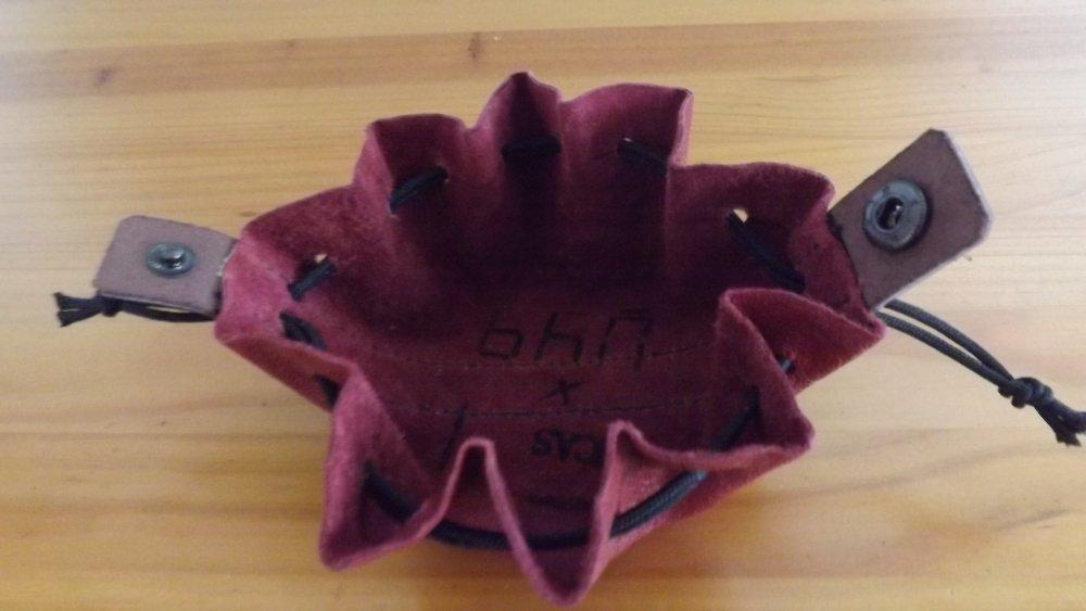 Bou14- Petite bourse en cuir couleur brique