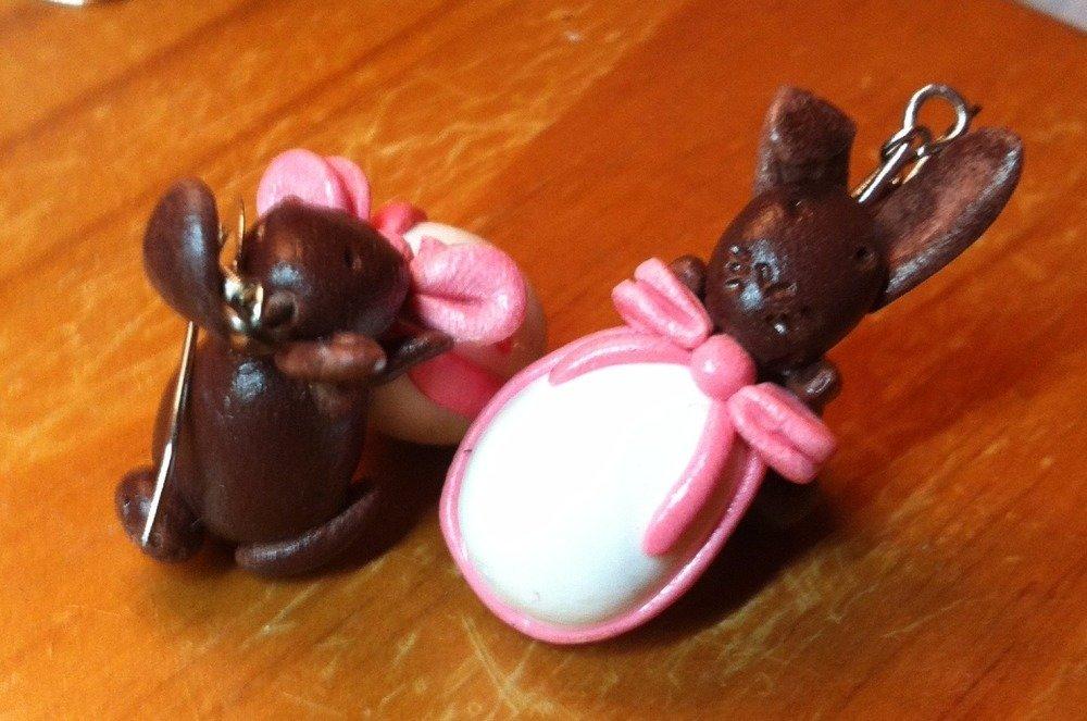 Boucles d'oreilles Lapins marron sur Oeuf de Pâques blanc