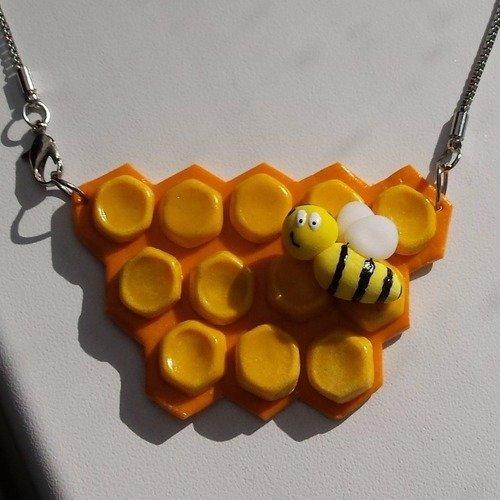 Pendentif collier abeille et ruche, alvéoles de miel