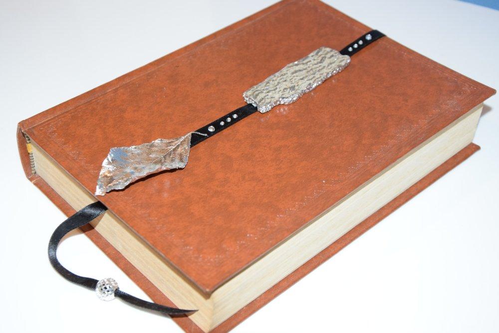 Marque-page noir écorce et feuille d'arbre argentées à la feuille