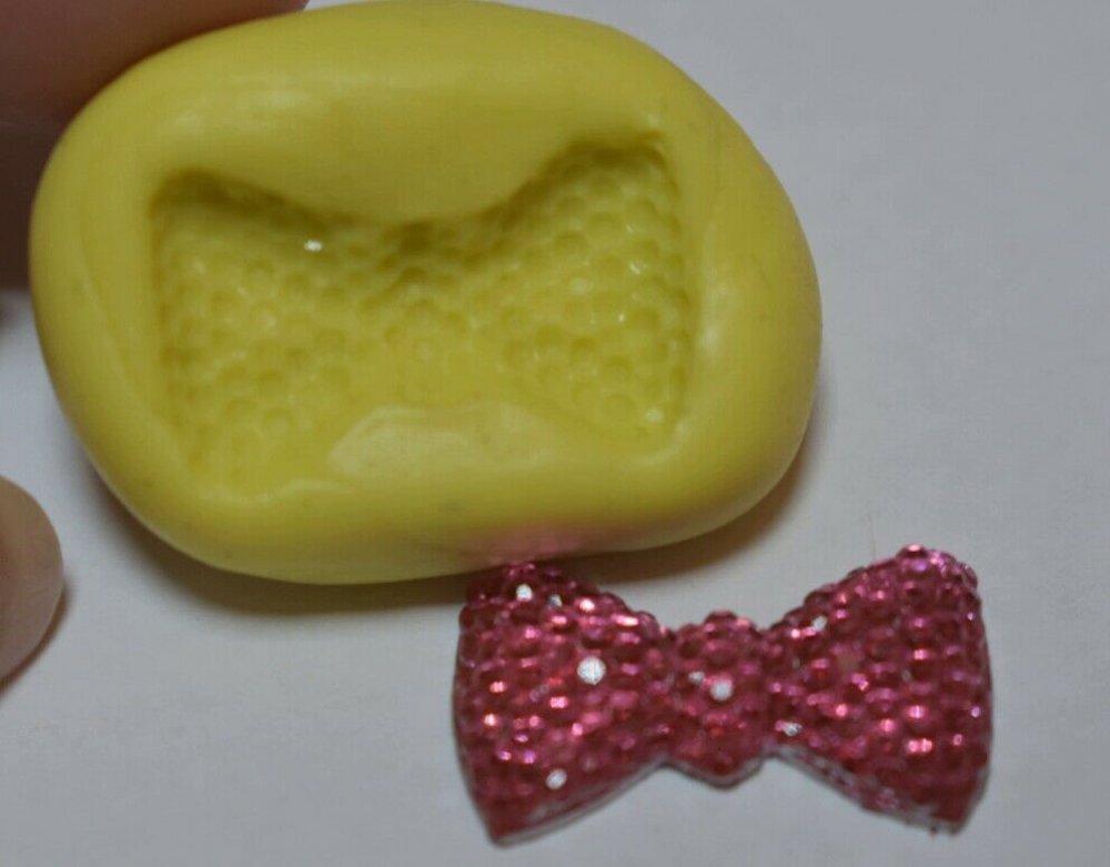 moule silicone cabochon noeud papillon resine epoxy , fimo,plâtre,chocolat