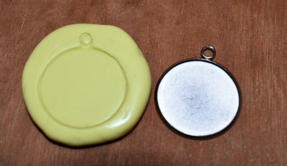 moule silicone cabochon pendentif resine epoxy , fimo,plâtre,chocolat