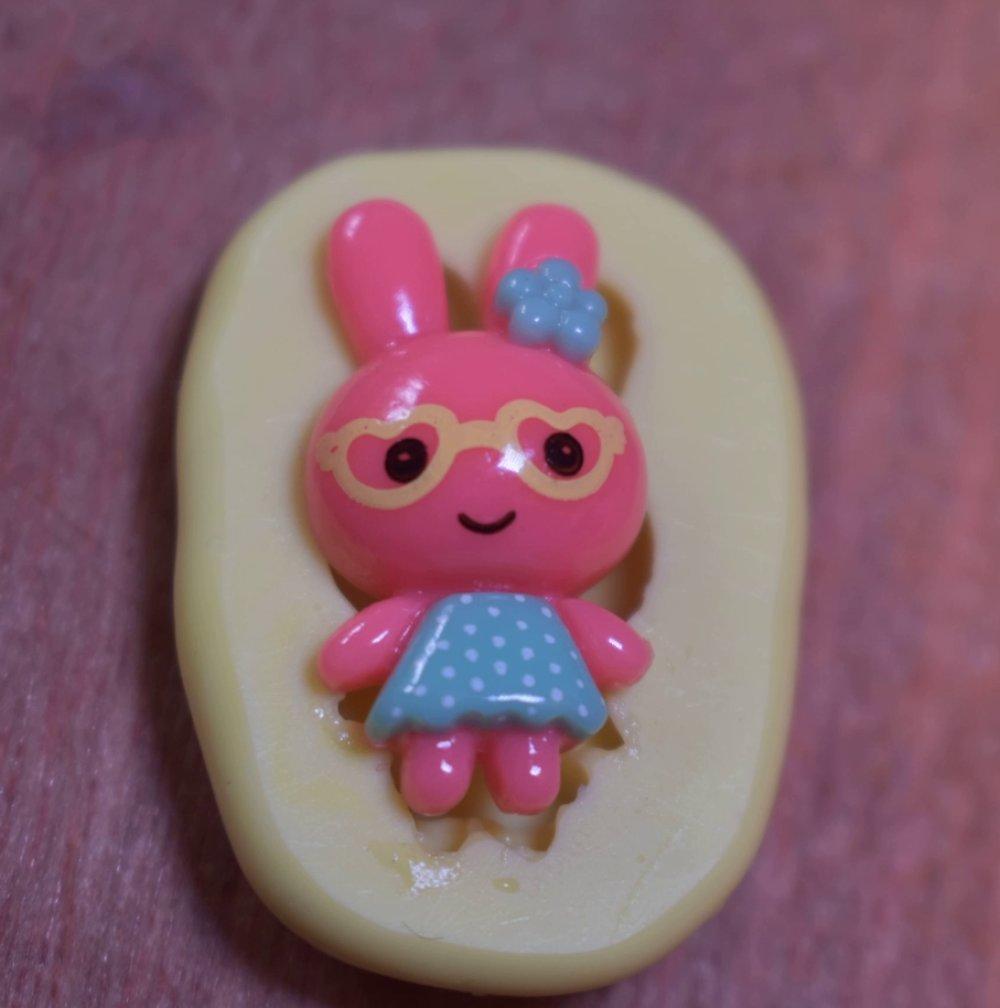 moule silicone cabochon fille lapin resine epoxy , fimo,plâtre,chocolat