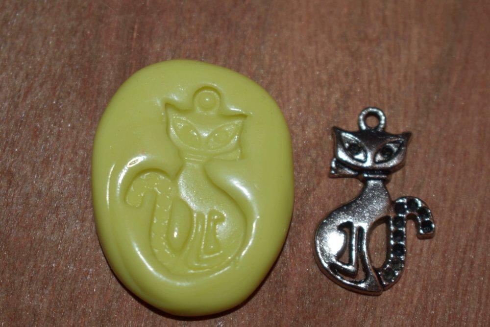 moule silicone cabochon pendentif chat resine epoxy , fimo,plâtre,chocolat