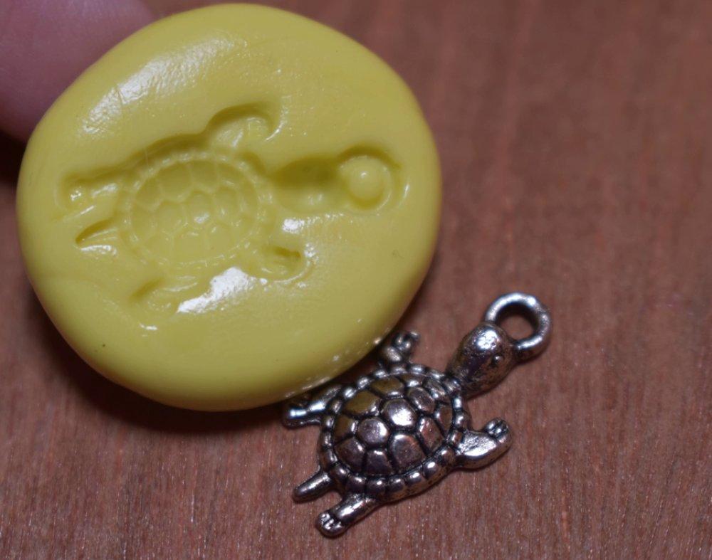 moule silicone cabochon pendentif tortue resine epoxy , fimo,plâtre,chocolat