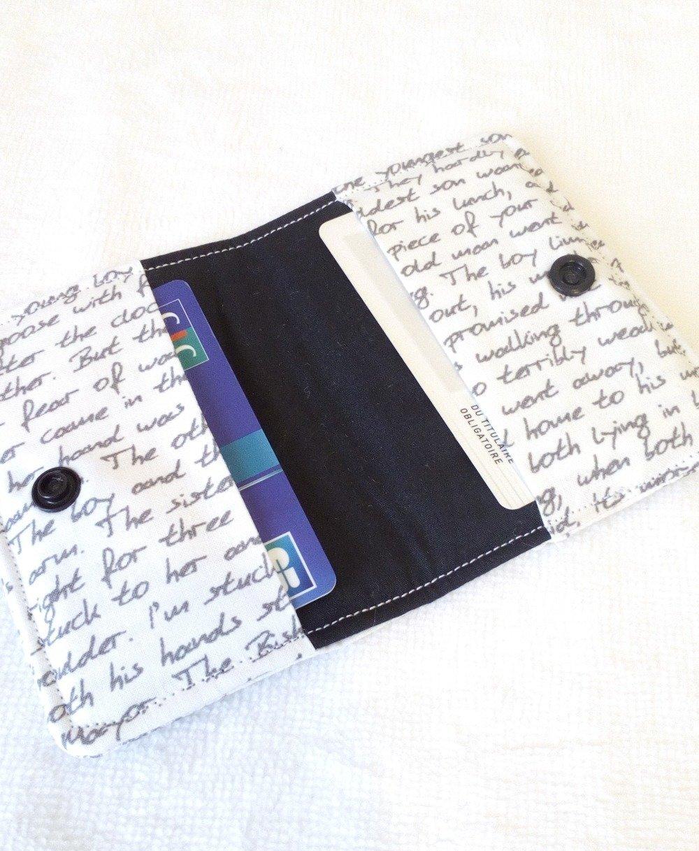 Porte carte double blanc et écritures grises