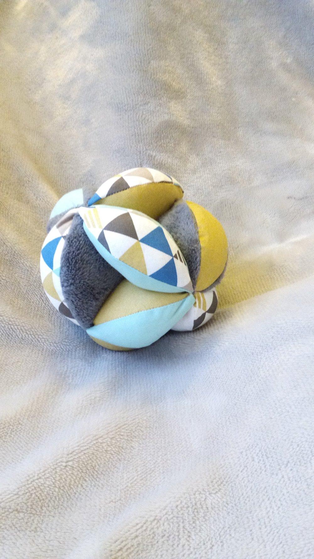 Balle de préhension bimatiere triangles gris ocre et aqua