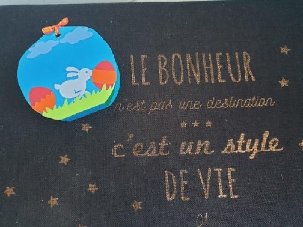 BOÎTE-CADEAU EN FORME D'ŒUF DE PÂQUES
