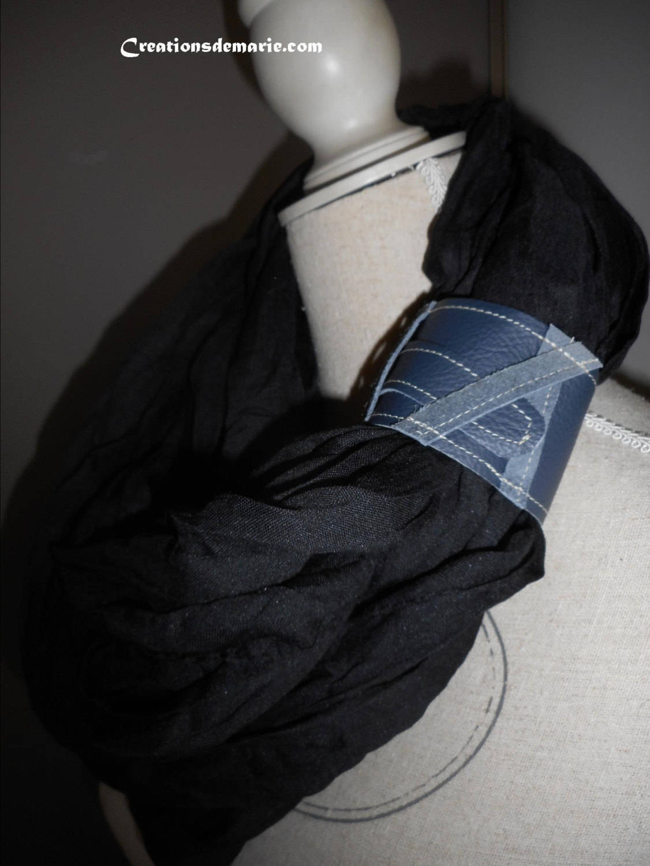 Foulard, homme chèche coton noir et passant cuir, demi saison,cadeau hommes st valentin.