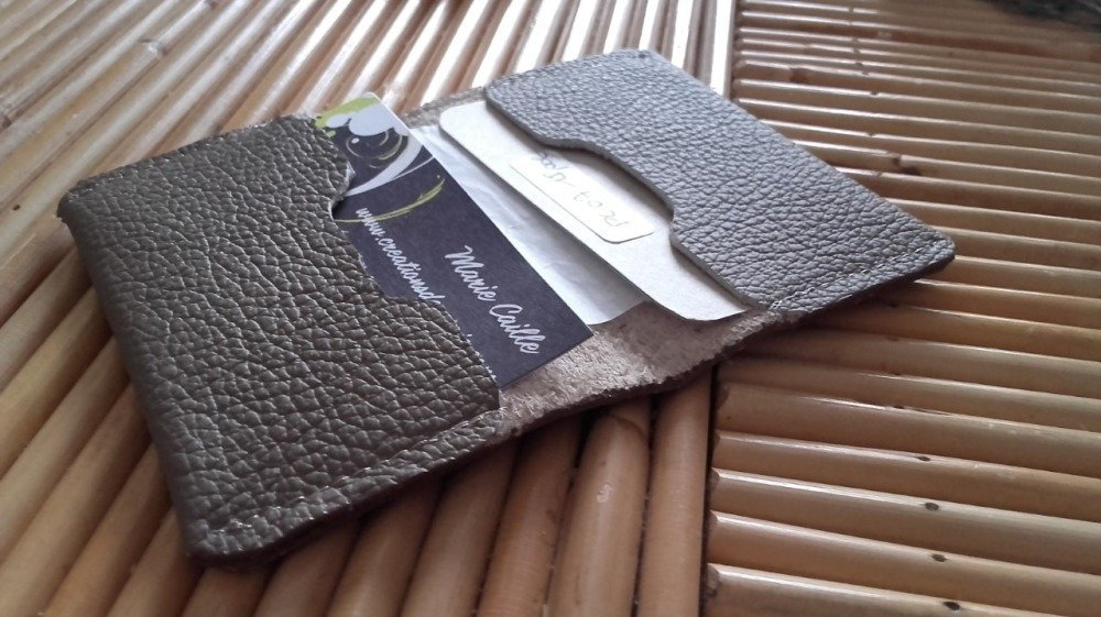 Porte carte forme livret en cuir marron, maroquinerie pour lui, cadeau noel pour lui.
