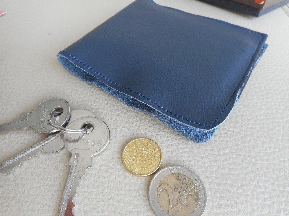 Portefeuille compact cuir bleu pour hommes, maroquinerie minimaliste, cadeau st valentin pour lui.