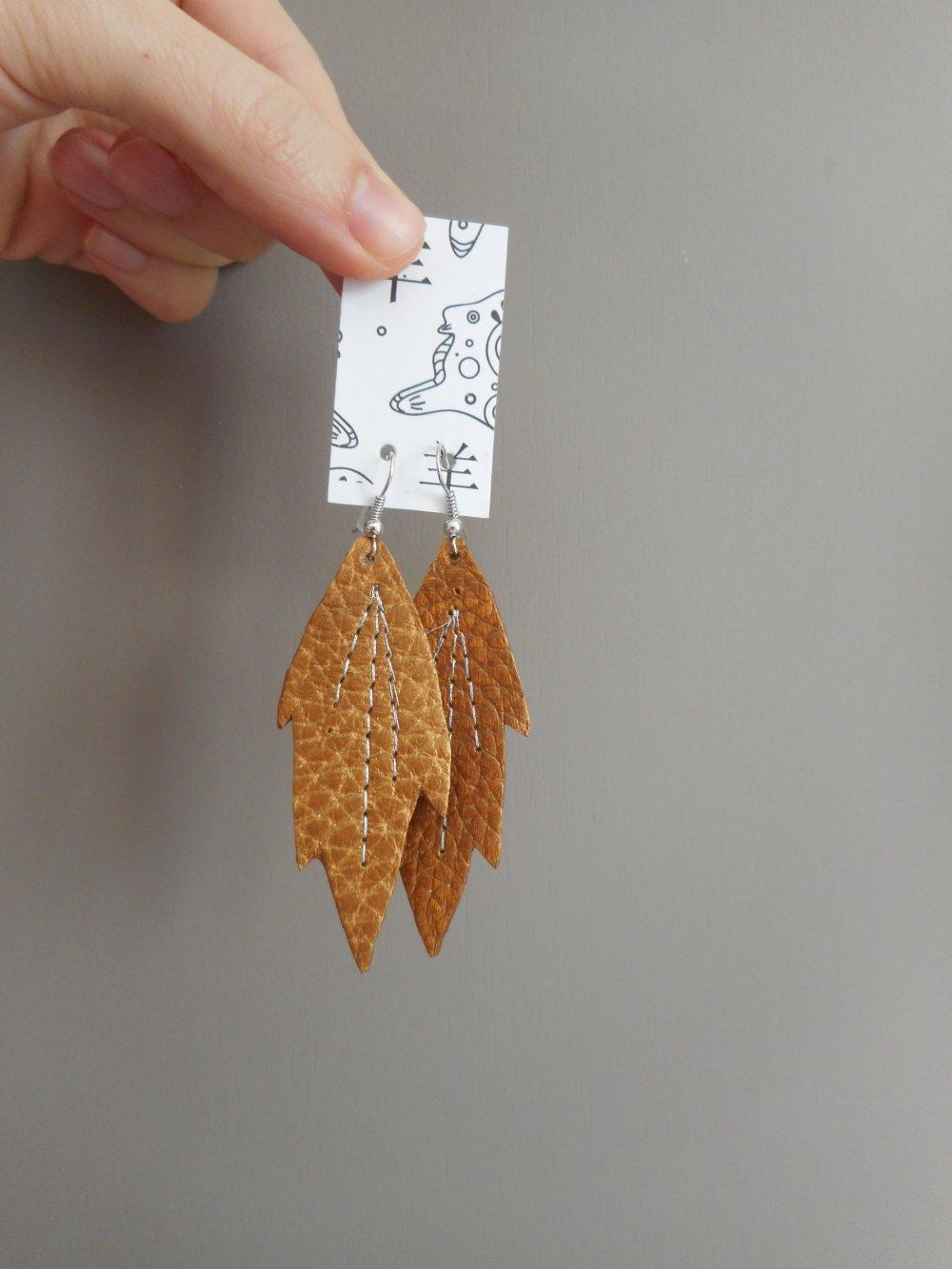Boucles d'oreilles plume en cuir bronze, bijou mariage, pendants bohème, cadeau original femmes.