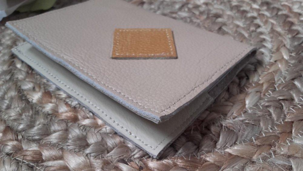 Protège passeport cuir personnalisable , étui passeport fait main.