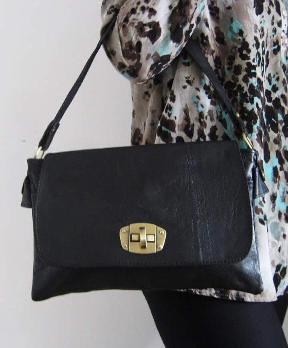 """Sac pochette """"Tata Martine"""" en cuir noir mat à double compartiment"""
