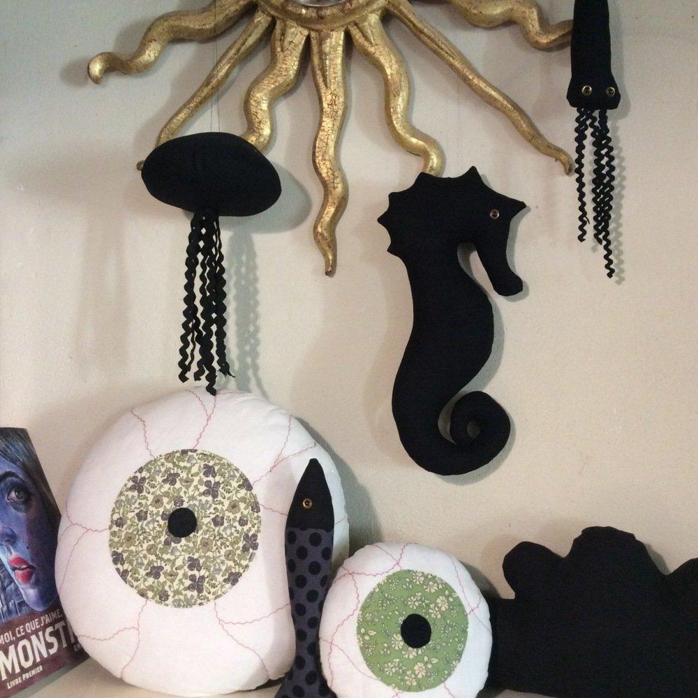 Hippocampe décoratif en lin noir - A suspendre