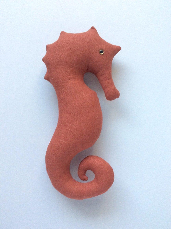 Hippocampe décoratif en lin orange brique - A suspendre
