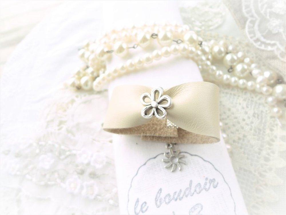 bracelet manchette cuir,perle passant fleur, bracelet fantaisie cuir