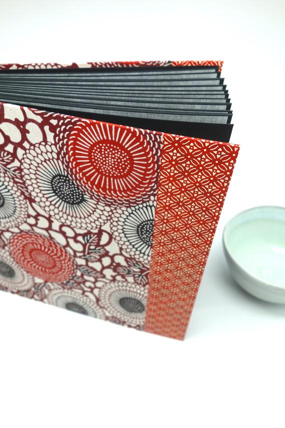 """Album photo en papier japonais """"katazome rouge"""" - album de naissance, de mariage ou livre d'or"""