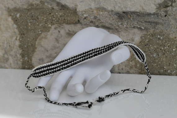 """Bracelet Brésilien en coton DMC crocheté main blanc et noir Modèle """"Belo Horizonte"""""""