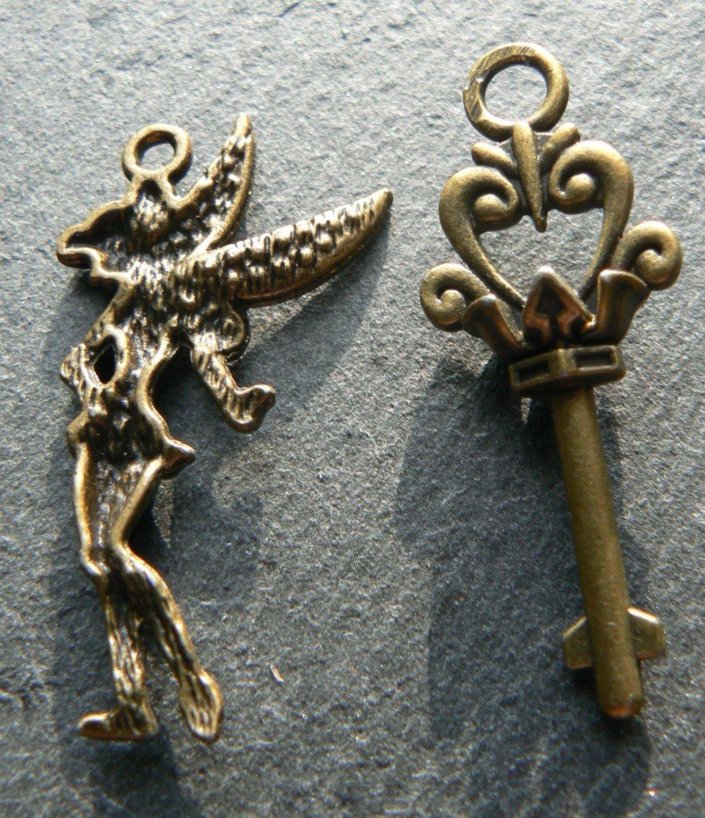 Lot de 2 Breloques/Pendentifs, Bronze, Fée et Clés.