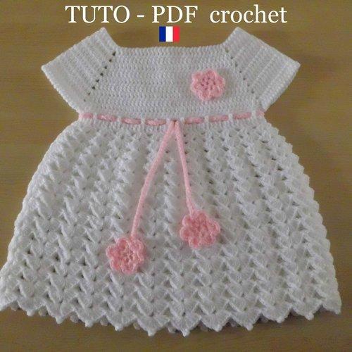 Pdf Crochet Robe Bébé Blanche Orné Dune Lanière Et De 3 Fleurs Roses De 1 à 3 Mois Facile à Réaliser