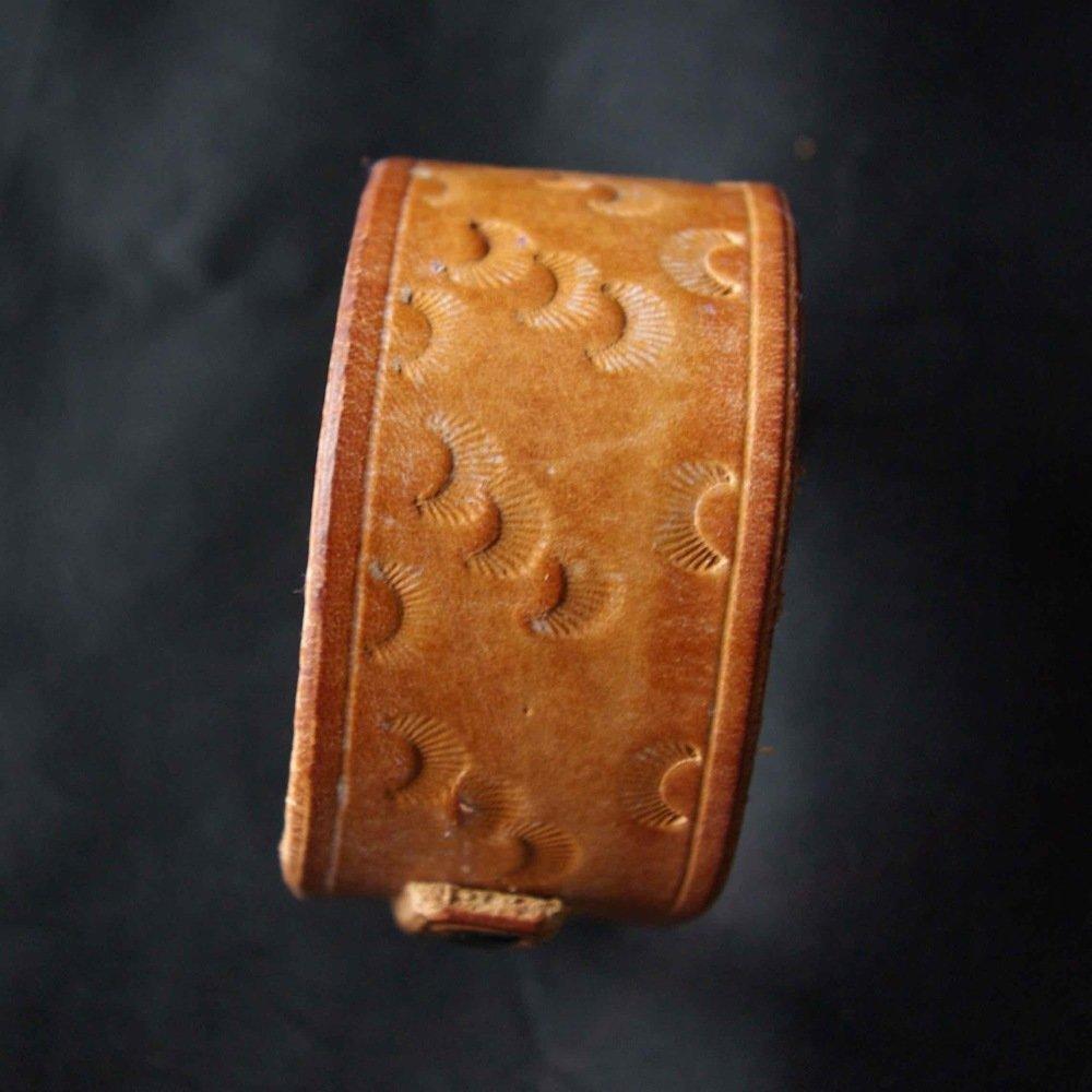 Bracelet rustique en cuir martelé petites lunes