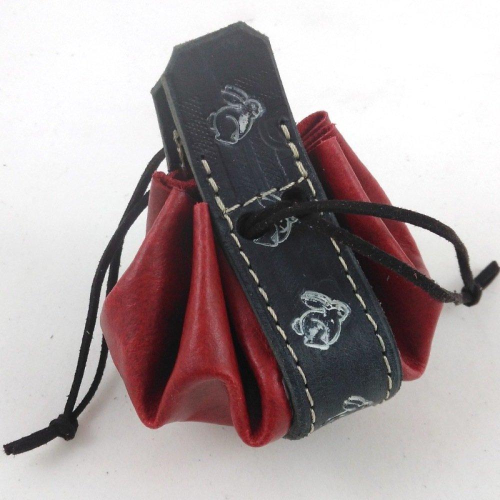 Bourse en cuir rouge framboise motif petit lapin blanc sur fond noir