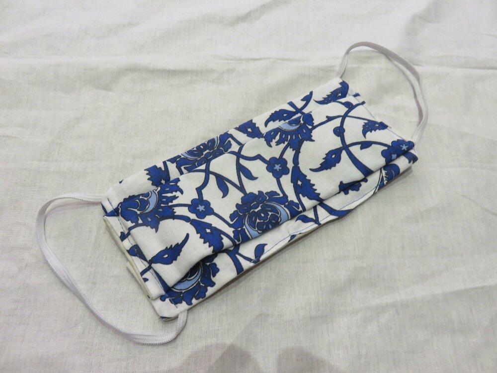 1 masque motif Arabesques de fleurs bleues