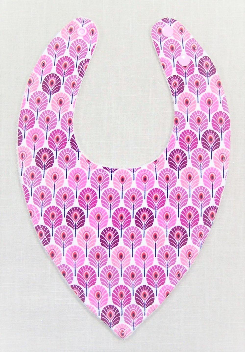 Bavoir bandana plumes de paon rose