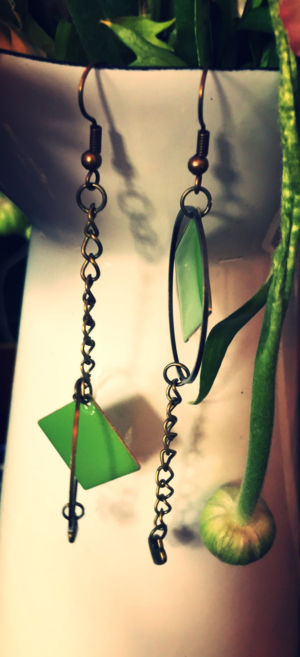 Boucles d'oreille, les pas pareils, sequins verts