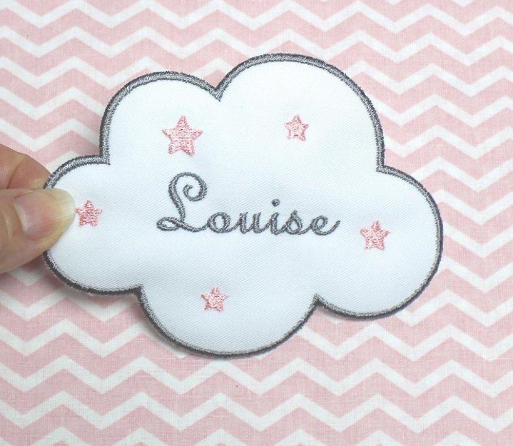 Prénom brodé sur patch forme nuage, blanc et gris, étoiles couleur au choix