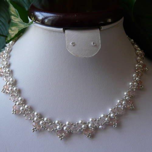 Collier en perles nacrees et cristal swarovski - Un grand marché