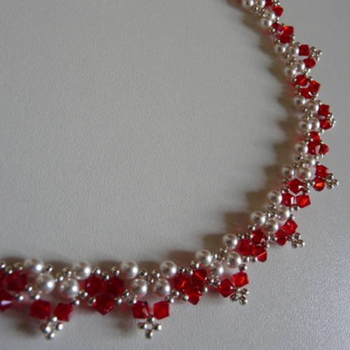 Collier en perles nacrees et cristal swarovski rouge - Un grand marché