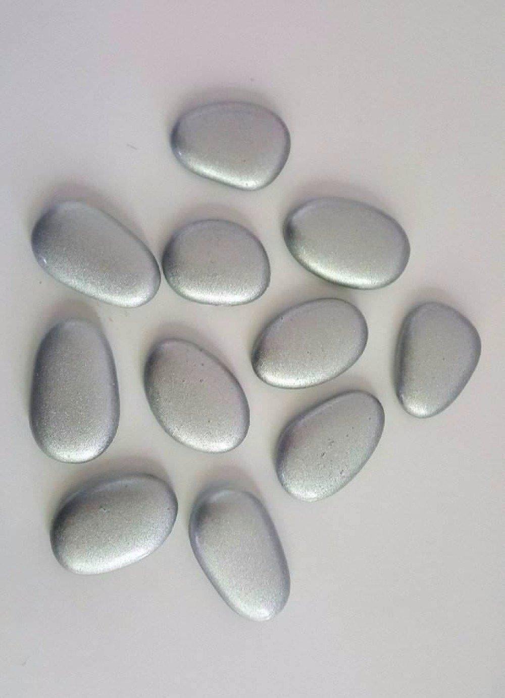 Galets ovales  en verre gris sur le dessus