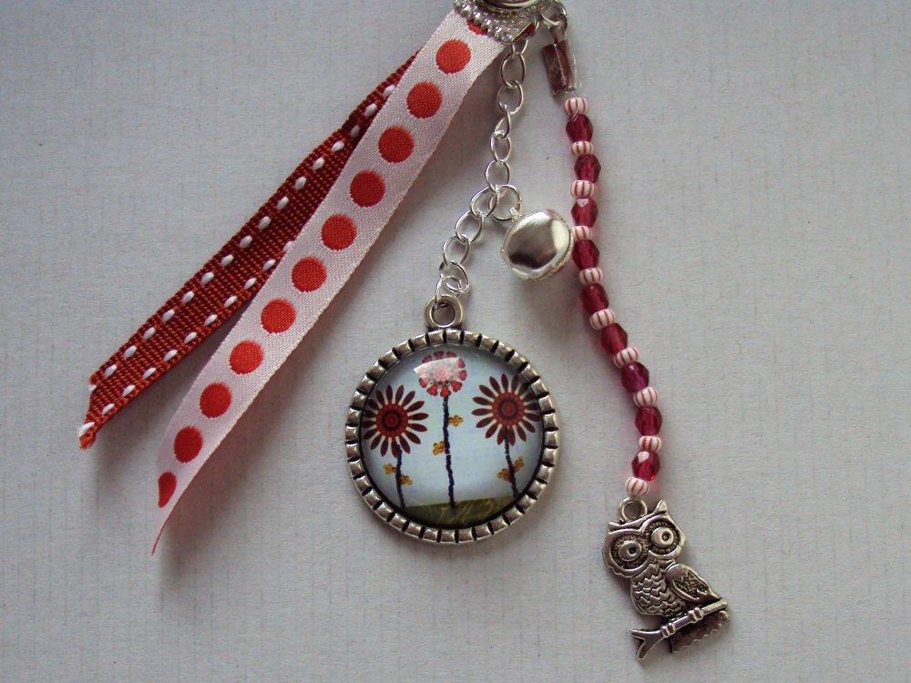 Porte clé, bijou de sac argenté avec cabochon en verre fleurs