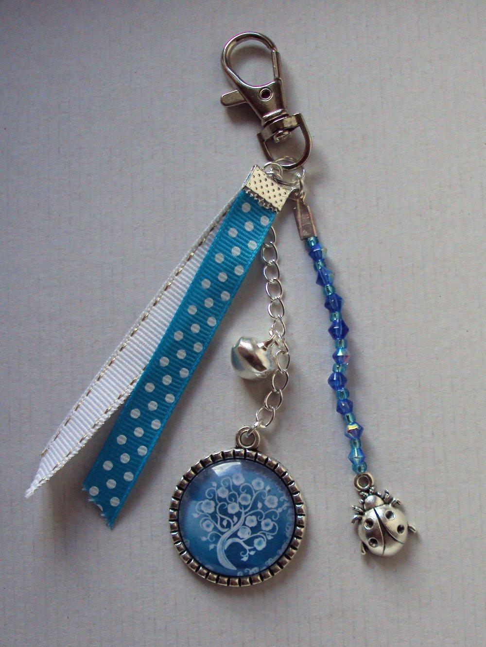 Porte clé, bijou de sac argenté avec cabochon en verre arbre de vie