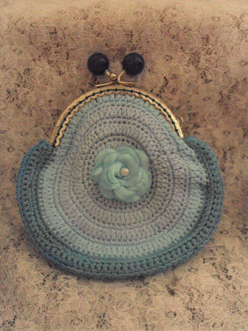 Porte monnaie dégradé bleu avec fermoir argenté à boules