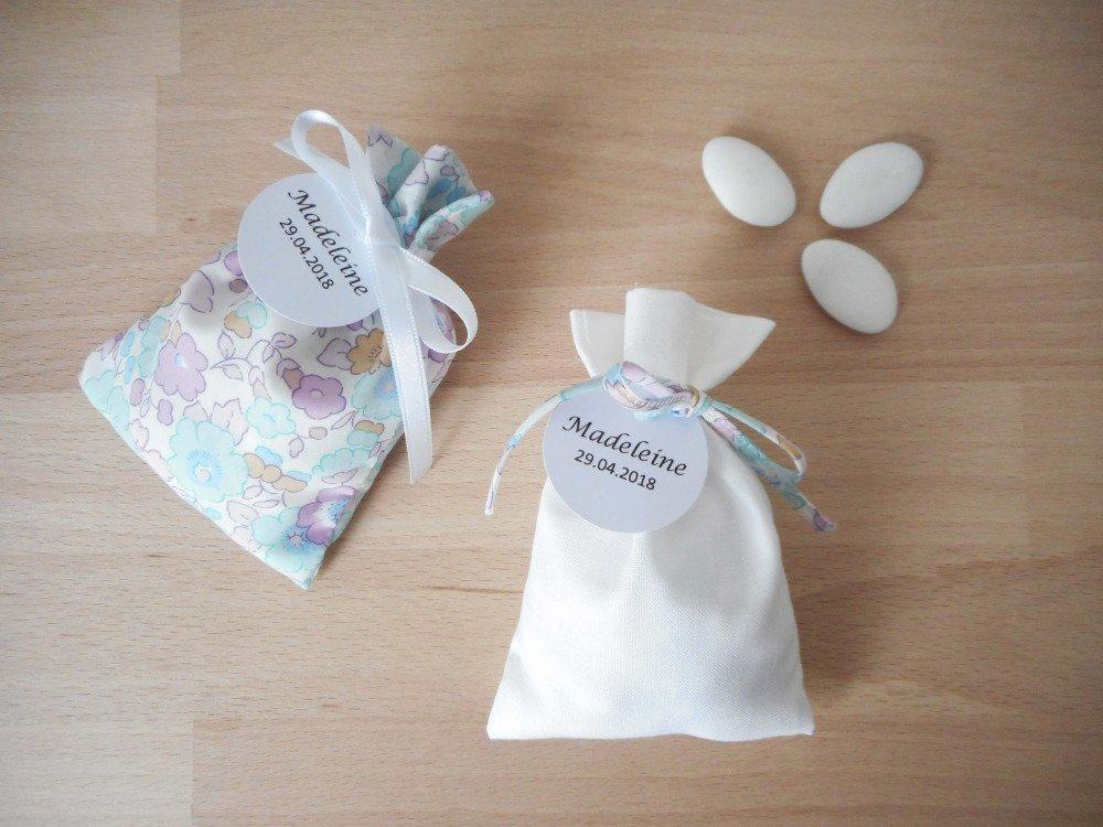 Ballotin à dragées pour Mariage et Baptême - Tissu blanc cordon Liberty Betsy céladon - étiquette papier personnalisable