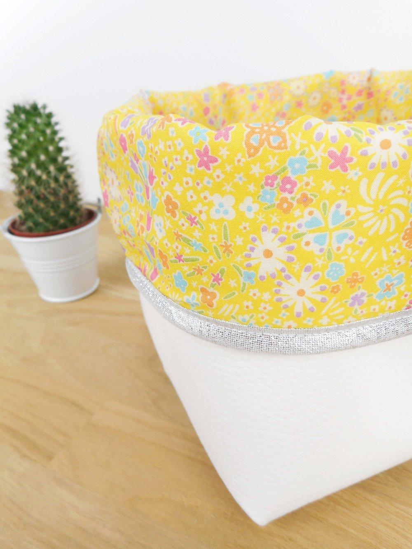 Panier de rangement petit modèle - simili cuir blanc et tissu Liberty kayoko jaune - bord argenté
