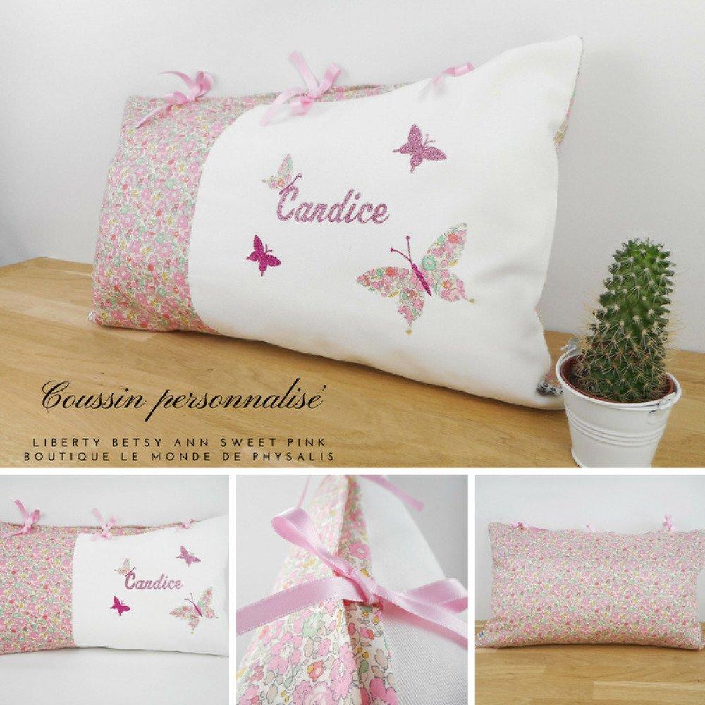 Coussin personnalisé - Liberty Betsy Ann Sweet Pink imprimé fleurs - appliqués papillons - prénom - rubans satin rose