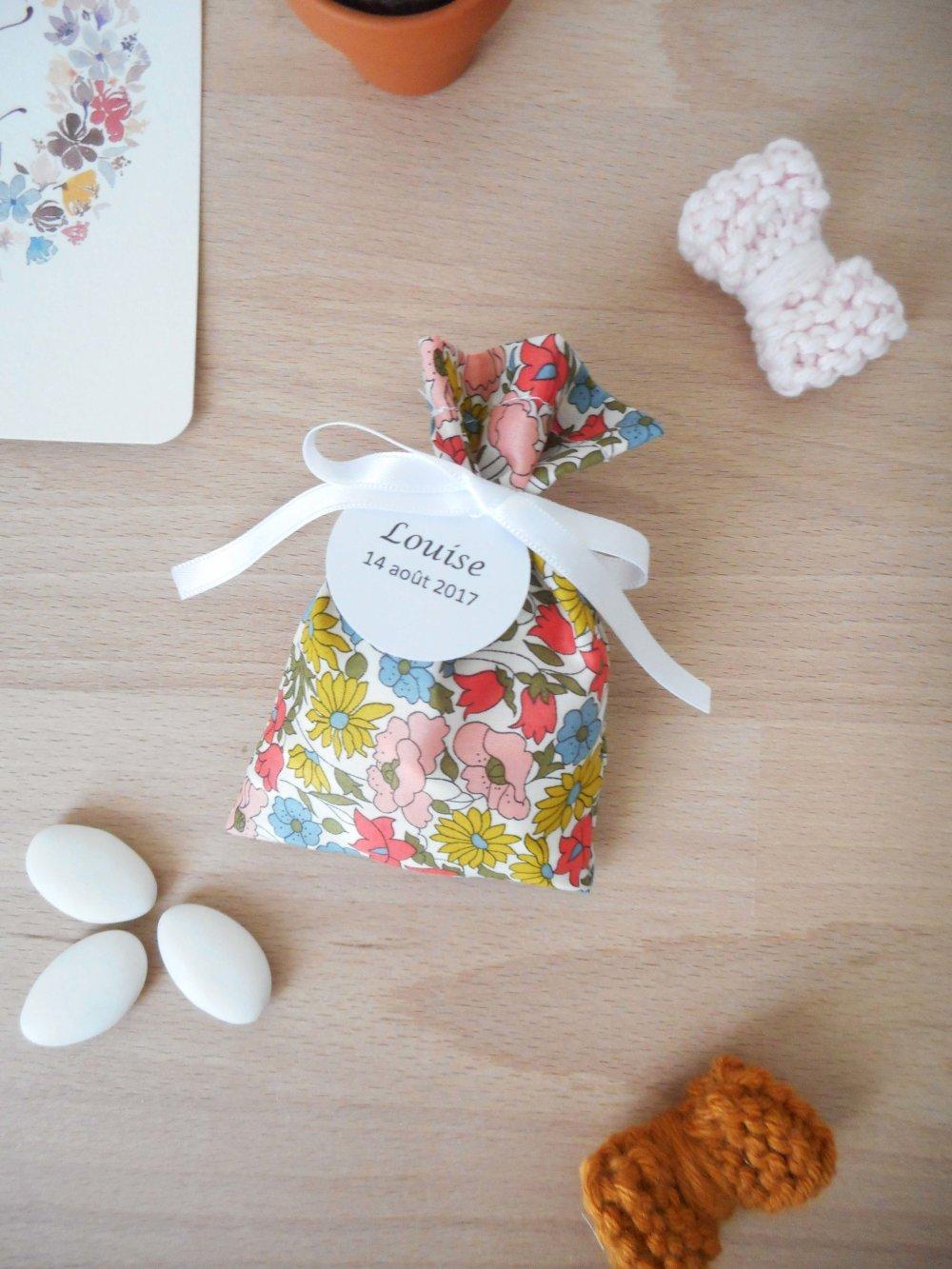 Ballotin à dragées Liberty Poppy and Daisy Vénus ruban blanc étiquette papier personnalisable