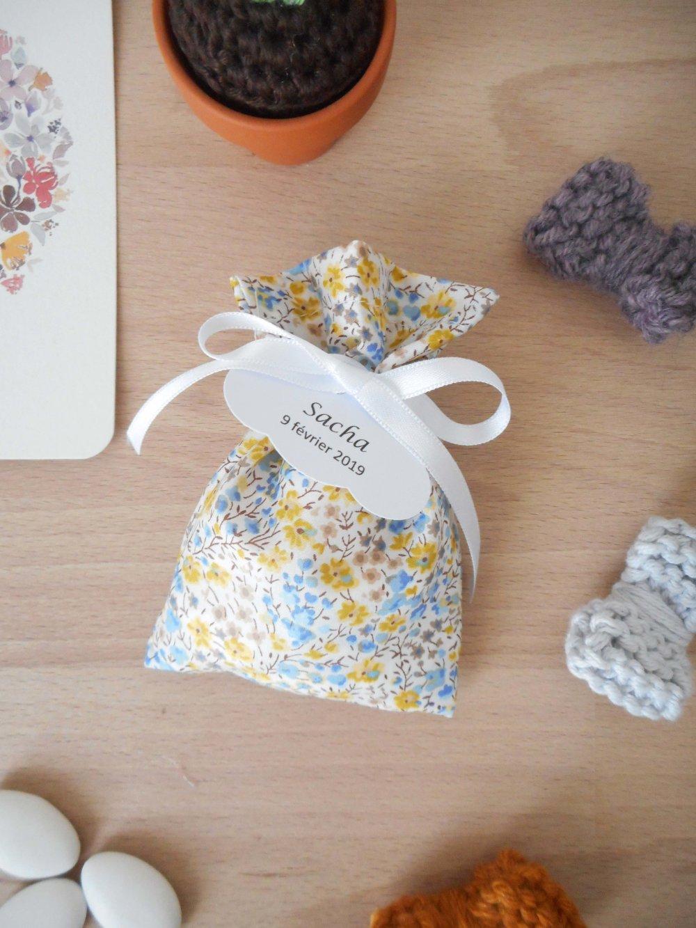 Ballotin à dragées Liberty Phoebe chabika ruban blanc étiquette papier personnalisable